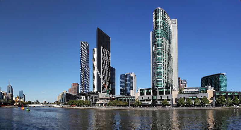 Melbourne Yarra River of City South & North Bank © Donaldytong/WikimediaCommons