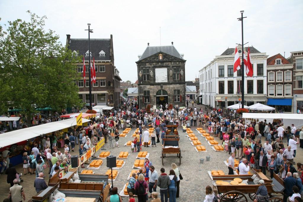 A cheese market in Gouda | © Bert Knottenbeld / Flickr