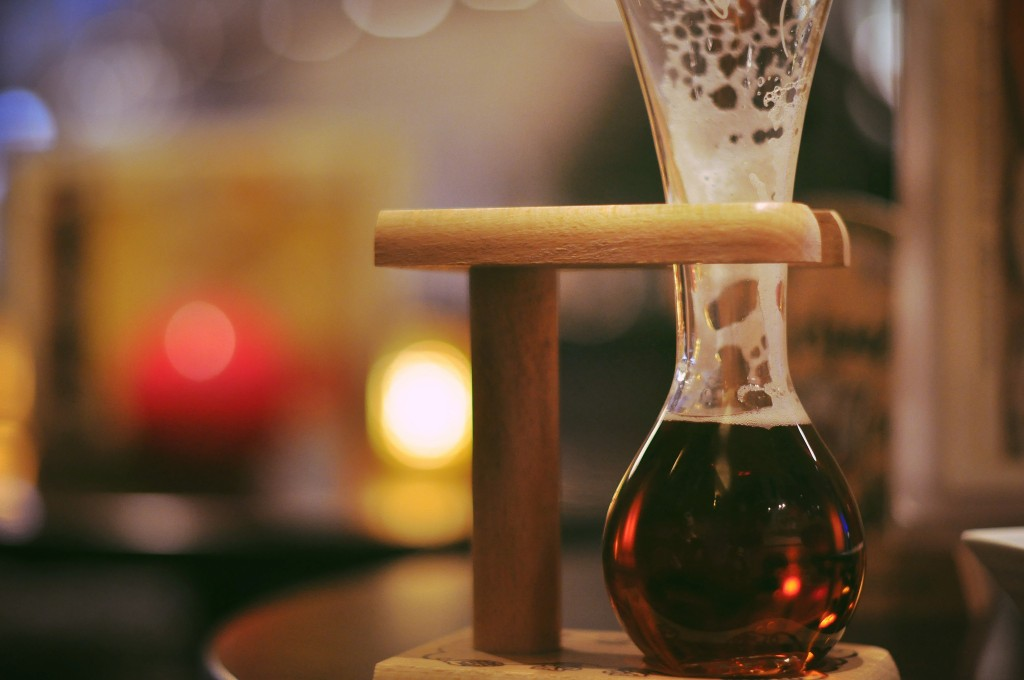 It is said that, when emptying the Kwak glass on your final sip, the sound 'quake' escapes when you're not careful enough and you'll find the contents of your glass in your lap | © Darren Sweeney/Flickr