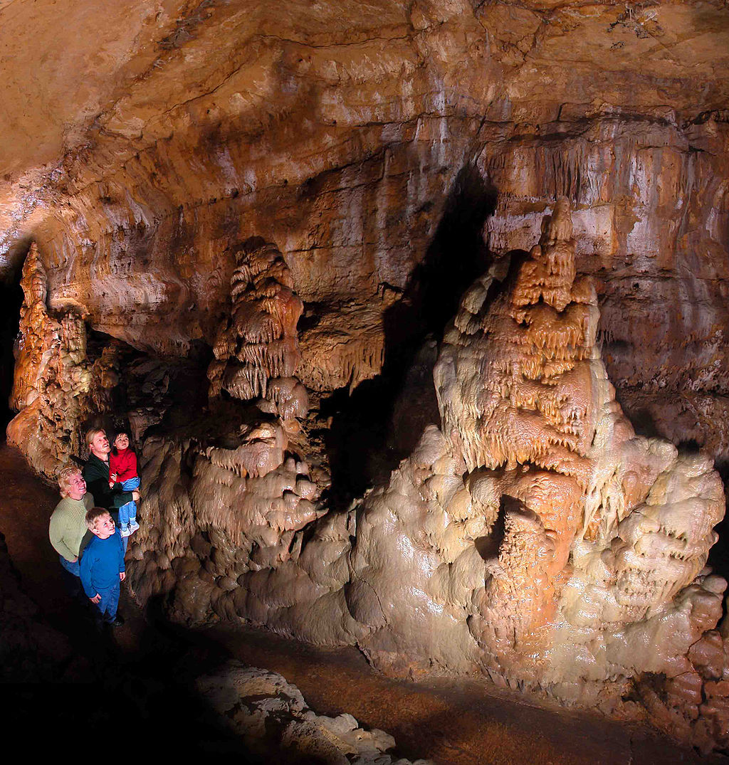 Cave of the Mounds South Cavern   © Cave boy/Wikicommons