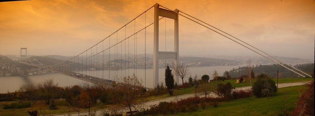 Fatih_Sultan_Mehmet_bridge_from_Otağtepe