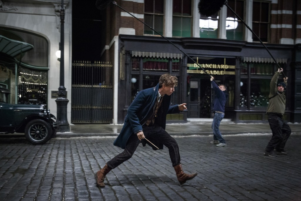 Eddie Redmayne on set for Fantastic Beasts | © Warner Bros.