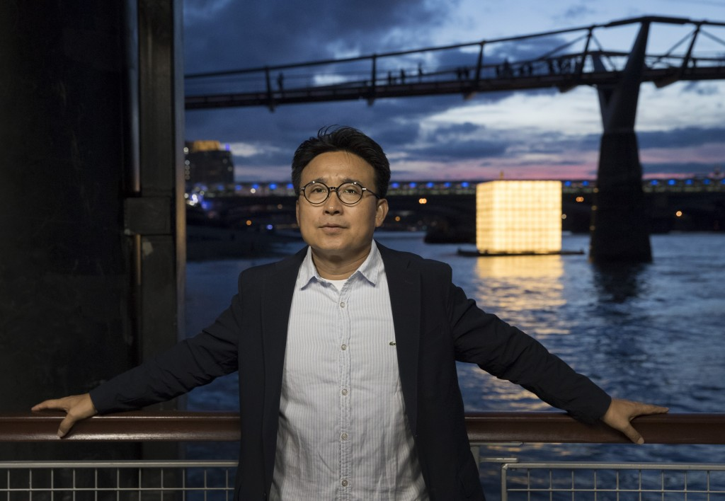 Artist Ik Joong Kang with his installtion 'Floating Dreams'|Courtesy of the Totally Thames Festival