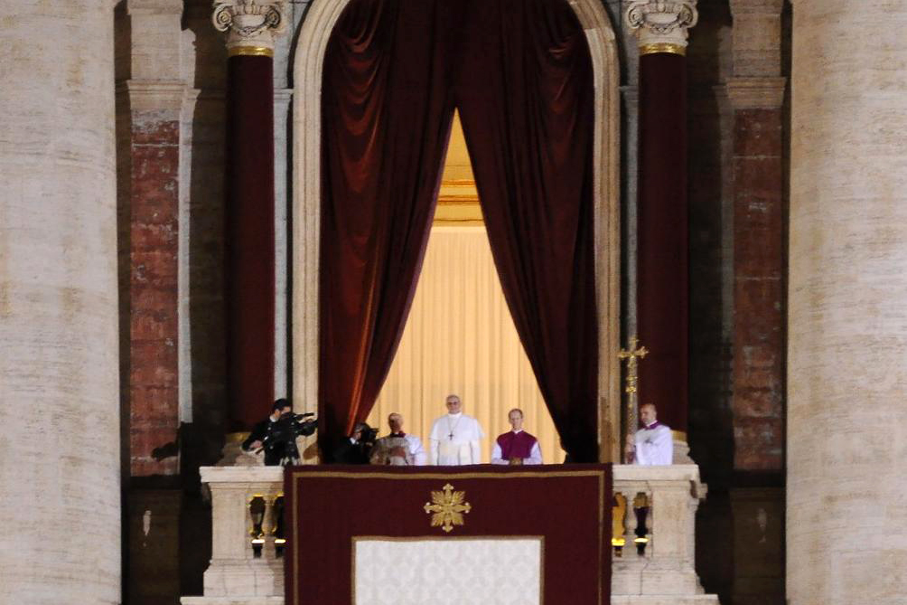 Pope Francis appears to the public for the first time as pope, at the balcony of St. Peter's Basilica on 13 March 2013   © WikiCommons