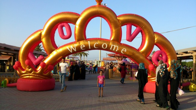 Entrance to one of many pop-up fun fairs during Eid. | © Sarah Elmusrati