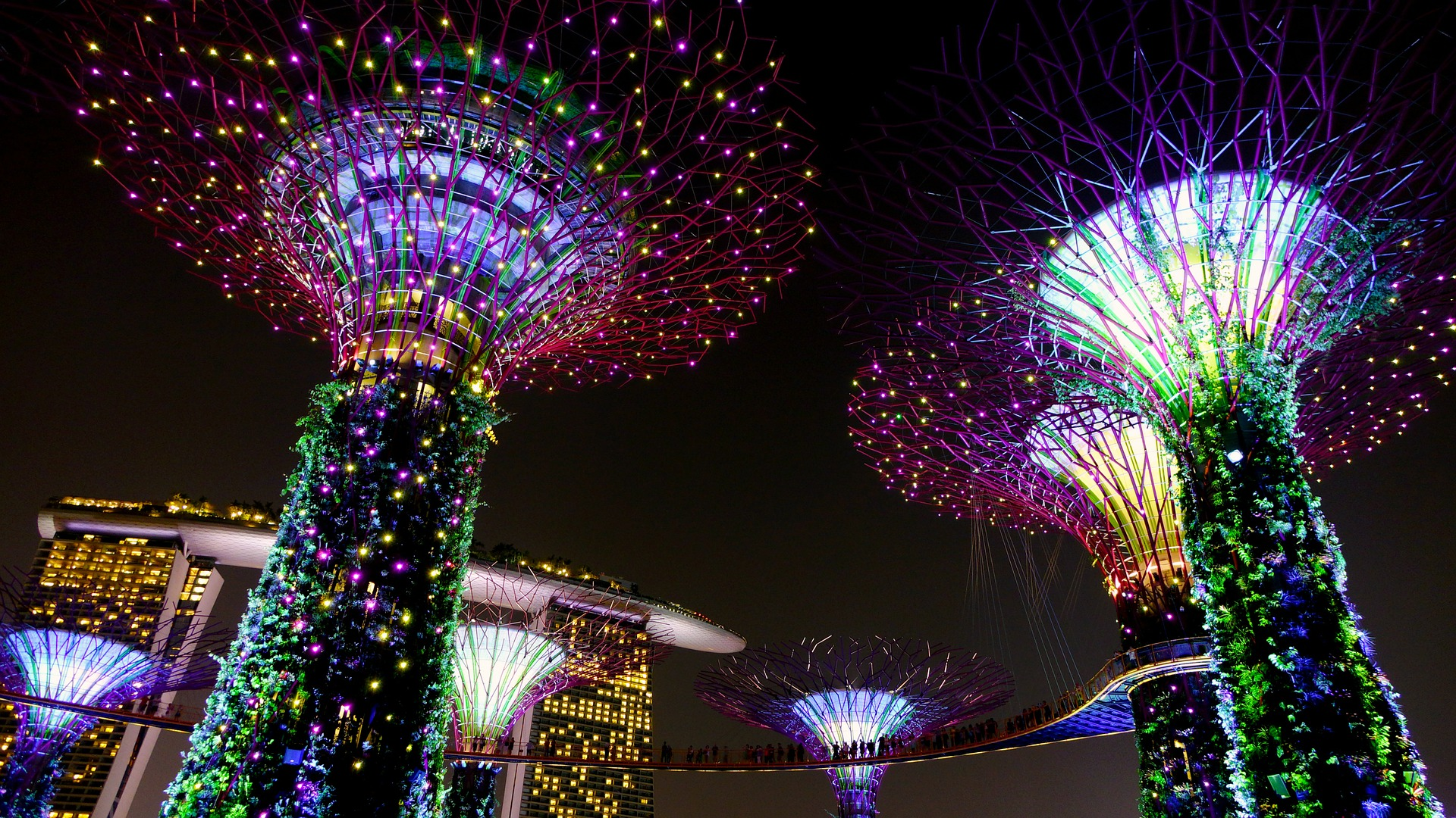 Celebrate A Futuristic Mid Autumn At Singaporeu0027s Surreal Gardens By The Bay