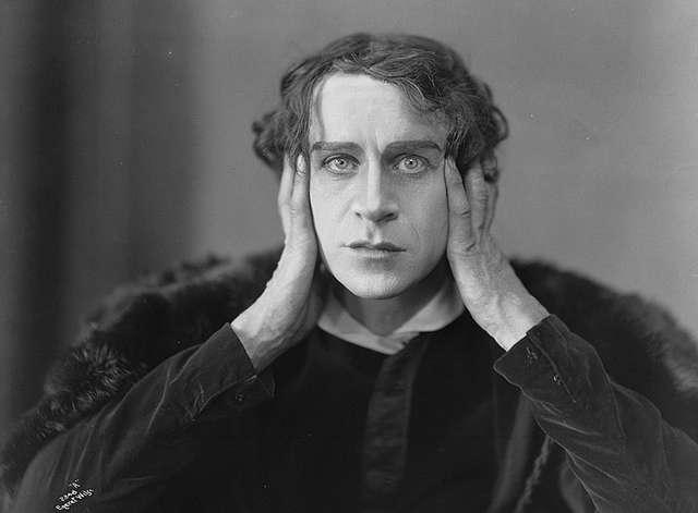 Norwegian actor Ingolf Schanche as Hamlet. The relationship between the two plays has always been viewed with controversy, as they share many similarities in plot device and characterisation |© Manxruler/Wikicommons