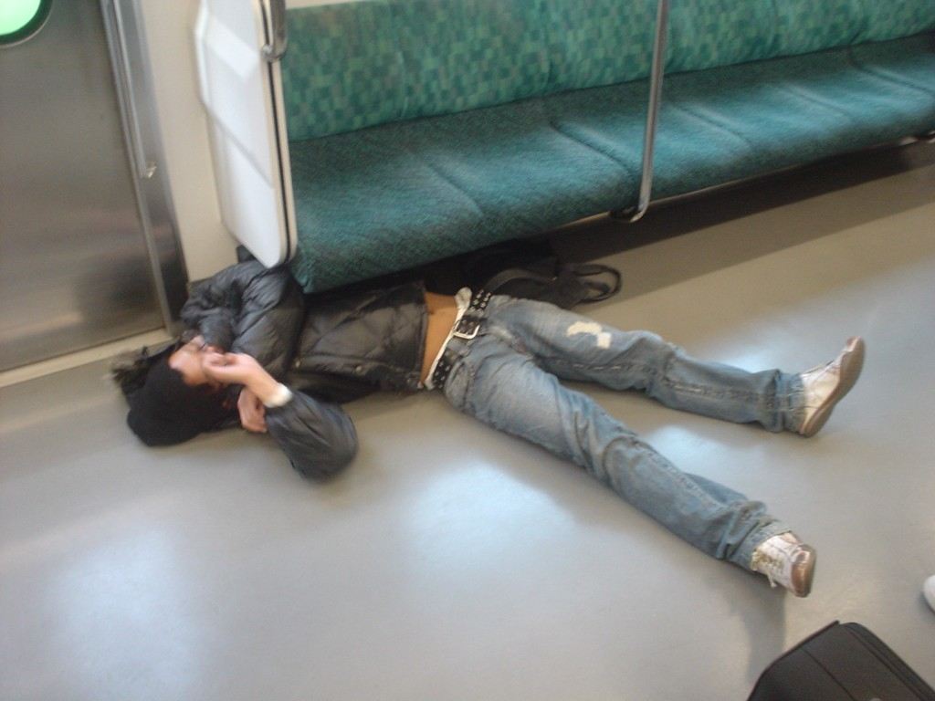 An extreme case of inemuri on the train | © Fluffy.nss/WikiCommons