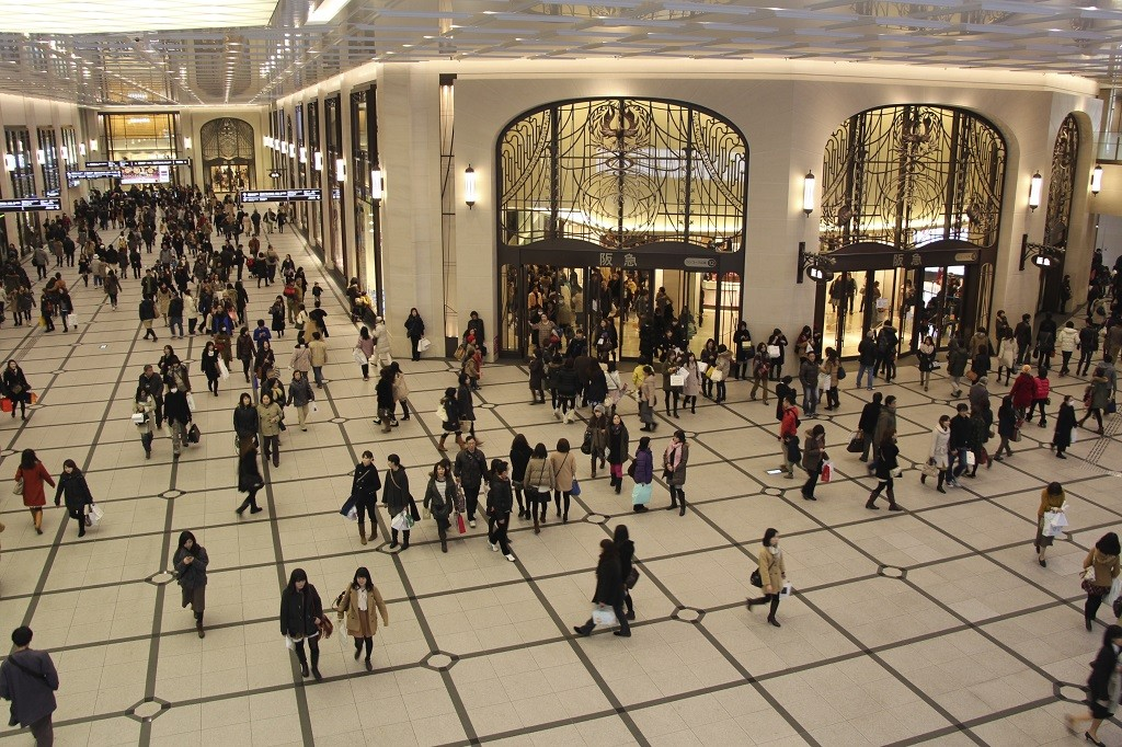 The Hankyu Department Store concourse in Osaka | © Kanchi1979/WikiCommons