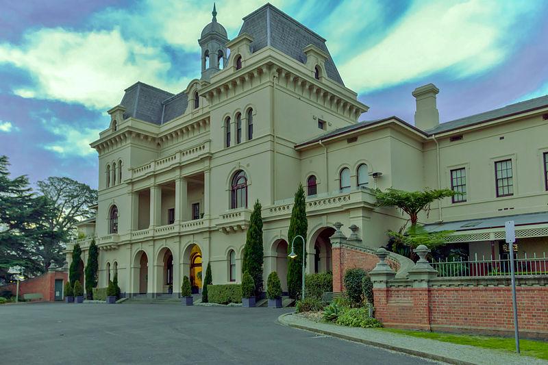 Kew Asylum © Johntorcasio/WikimediaCommons