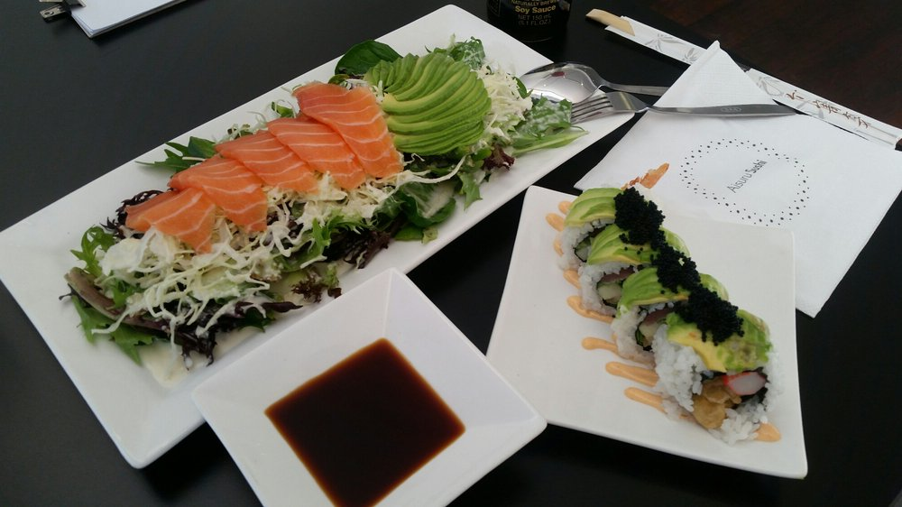 Salmon and avocado salad with famous Black Velvet sushi | © Tania V. / Yelp
