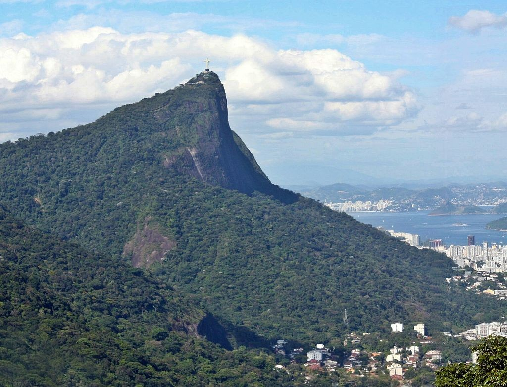 Corcovado peak where Christ the Redeemer sits at its summit |© beckstei/WikiCommons