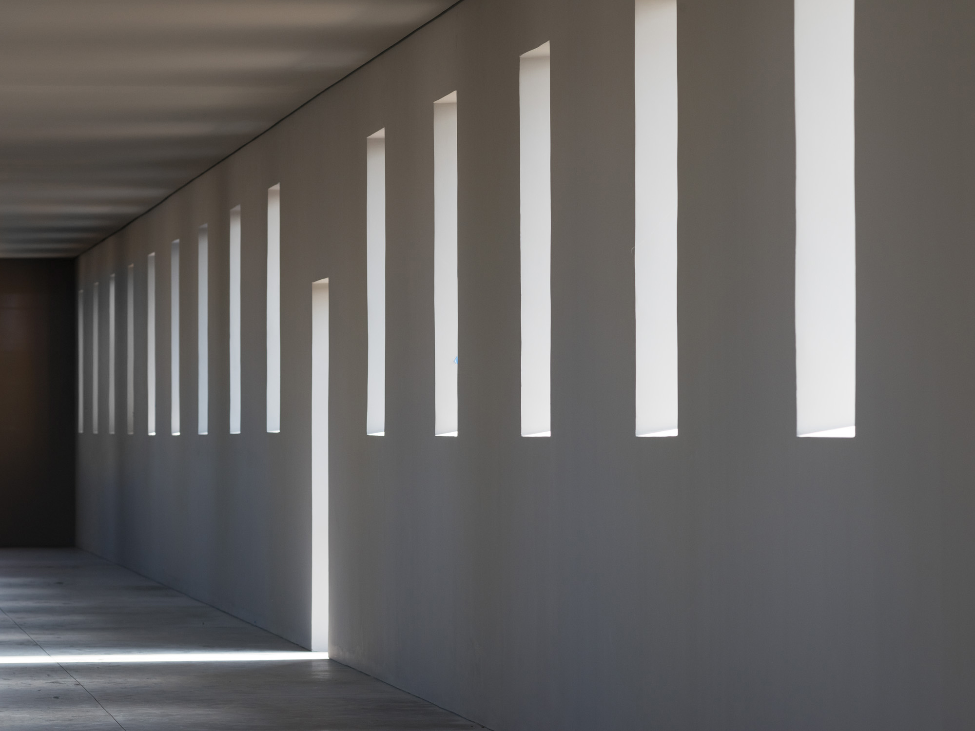 Robert Irwin, untitled (dawn to dusk), installation interior, 2016. ©2016 Philipp Scholz Rittermann, courtesy of the Chinati Foundation.