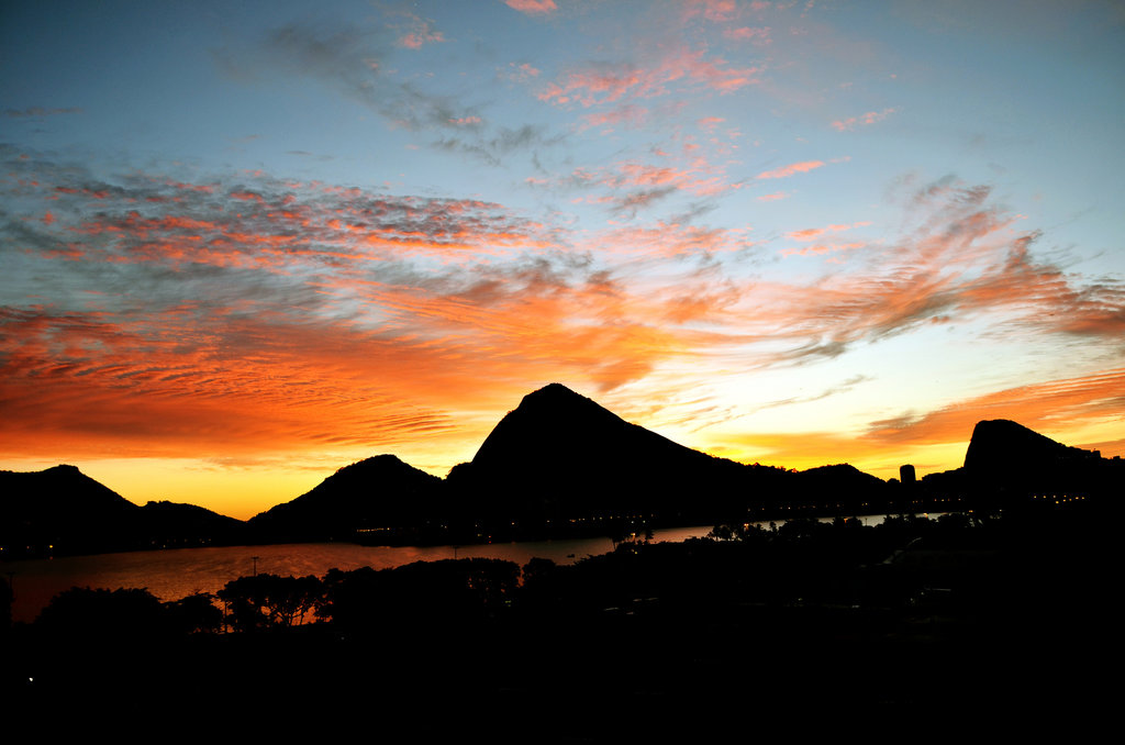 sunset over Lagoa |© Rodrigo Soldon/Flickr