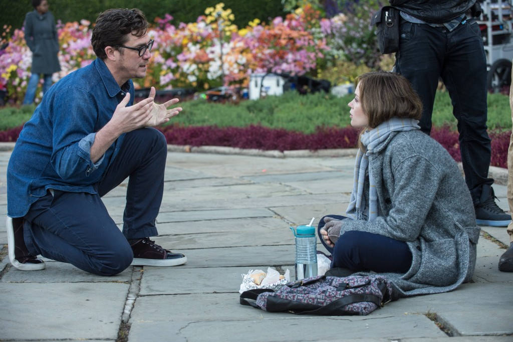 Tate Taylor and Emily Blunt on the set of The Girl on The Train | © EOne
