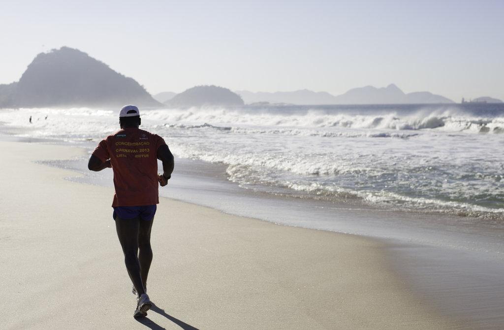 Running on Copacabana beach  © Jimmy Baikovicius/Flickr