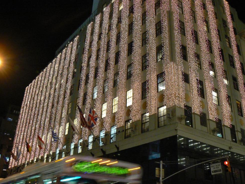 Holiday Lights At Bloomingdales | © Wikipedia Commons