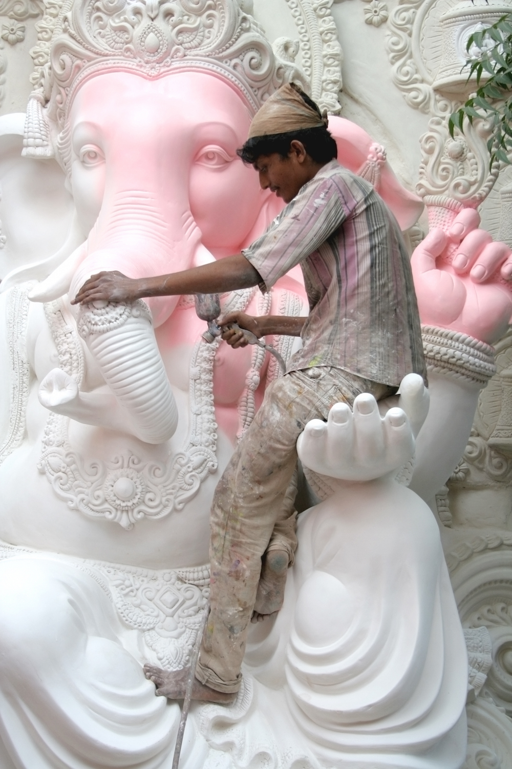 Artists working on a giant statue of Ganesh in Hyderabad © reddees / Shutterstock.com