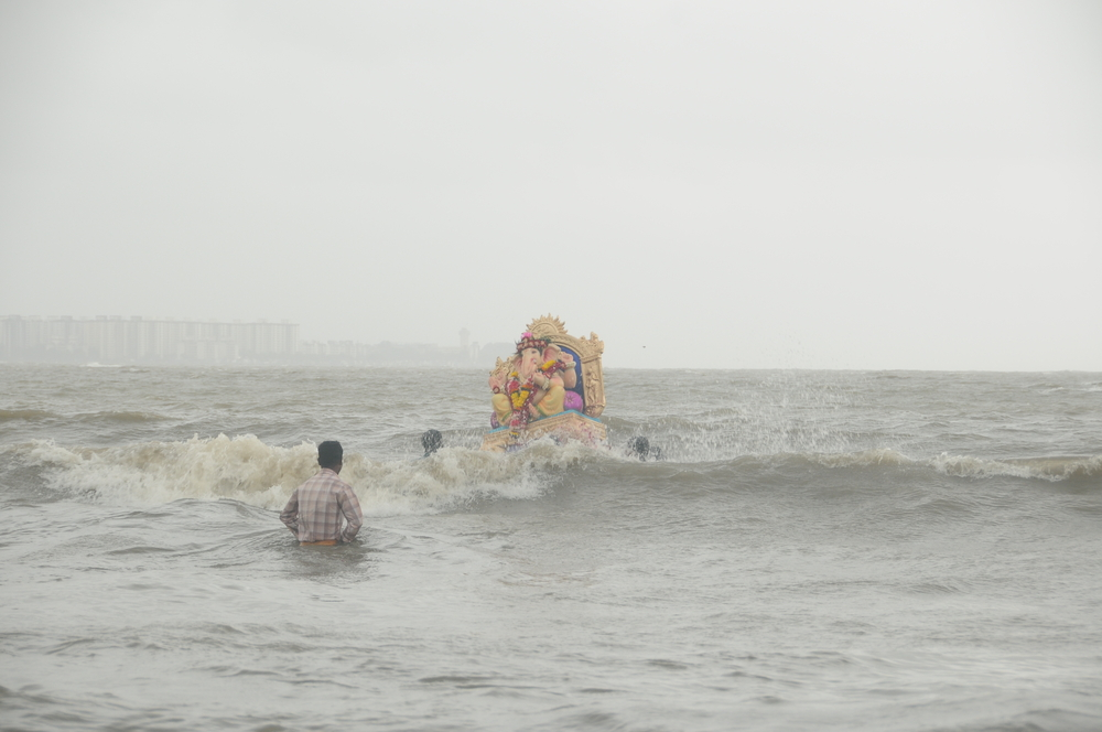 Ganesh in the open water © CRSHELARE / Shutterstock.com