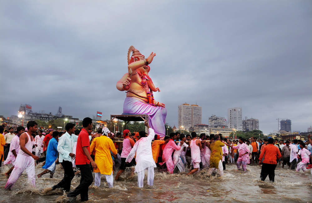 Ganesh being immersed © CRSHELARE / Shutterstock.com