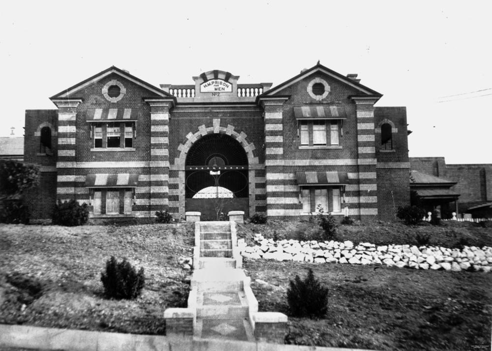 Entrance to Boggo Road Gaol, ca. 1936 | © State Library of Queensland / WikiCommons