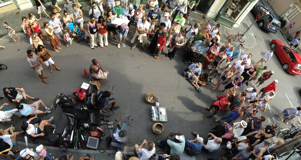 Small band of street musicians gathered a good sized audience at the French Quarter | © Corey Taratuta/WikiCommons