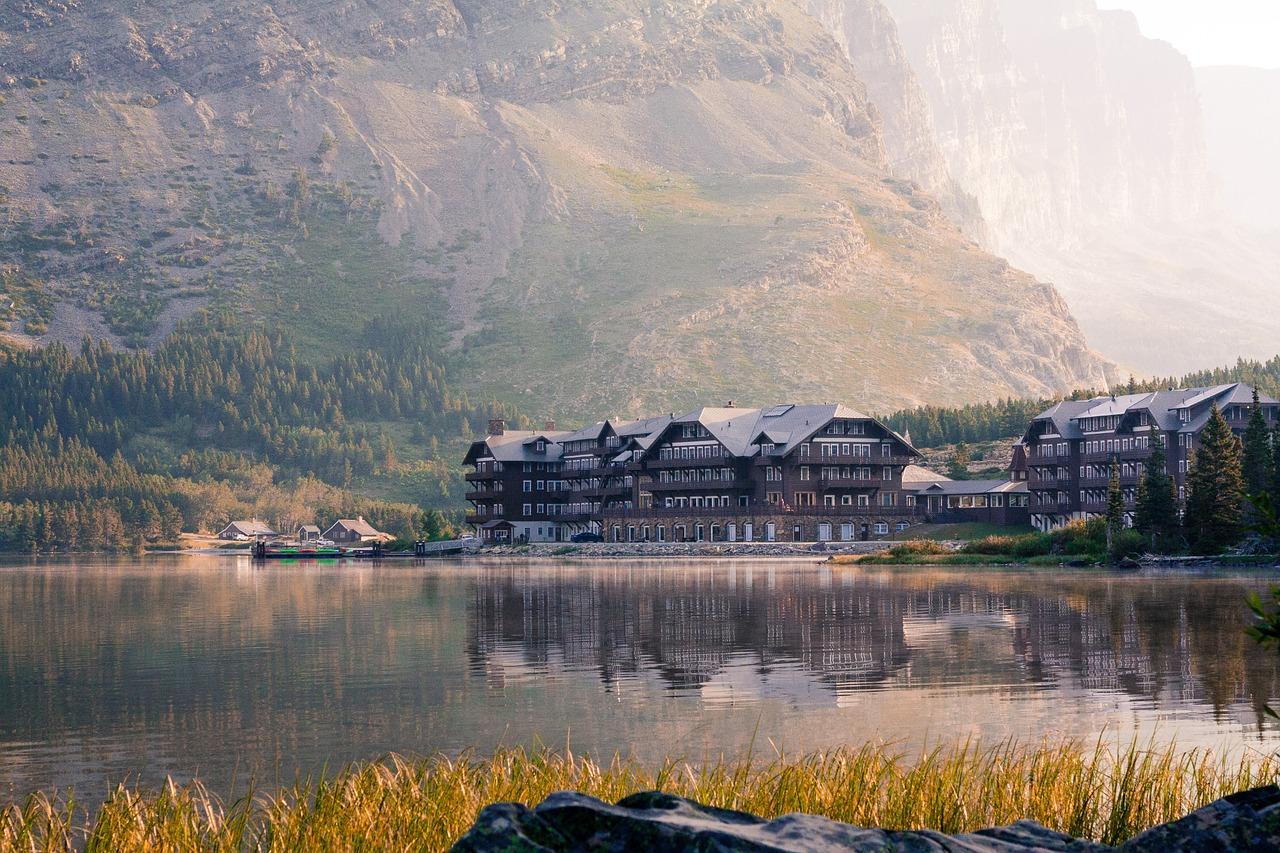 Many Glacier Hotel | Public Domain/Pixabay