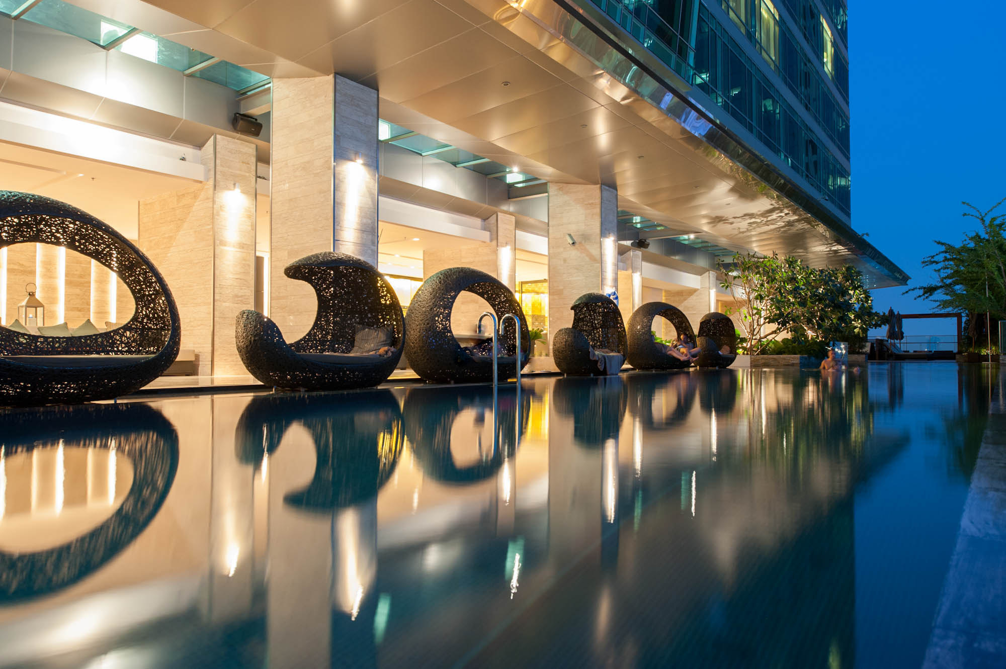 A guide to bangkok 39 s rooftop pools - Hotel new york swimming pool roof ...