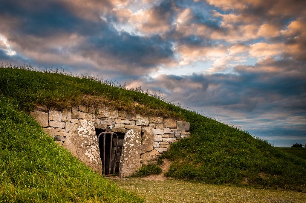 'The Mound of Hostages' tomb at the Hill of Tara | Poleary91/WikiCommons