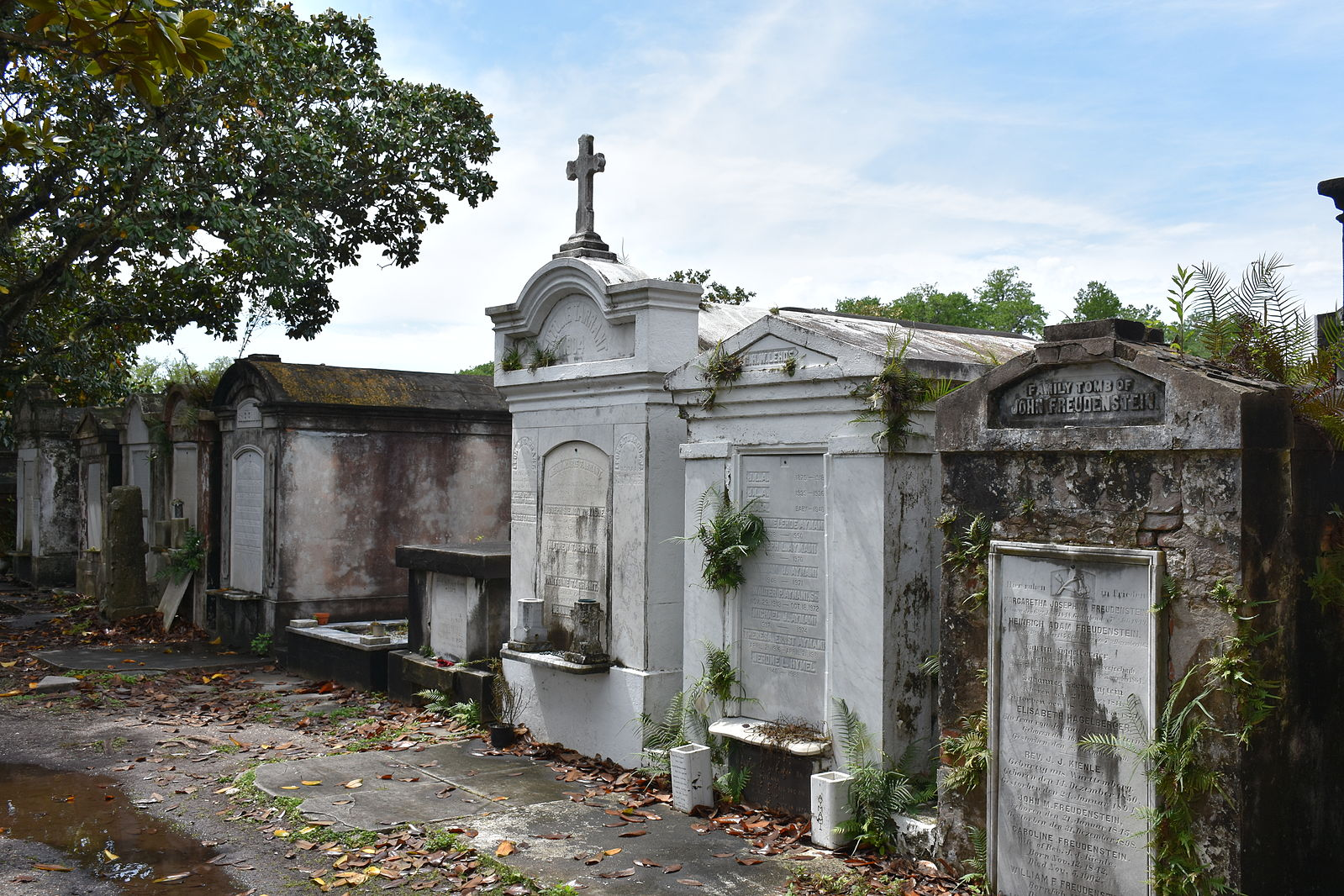 A guide to new orleans 39 cemeteries for What to do on new orleans