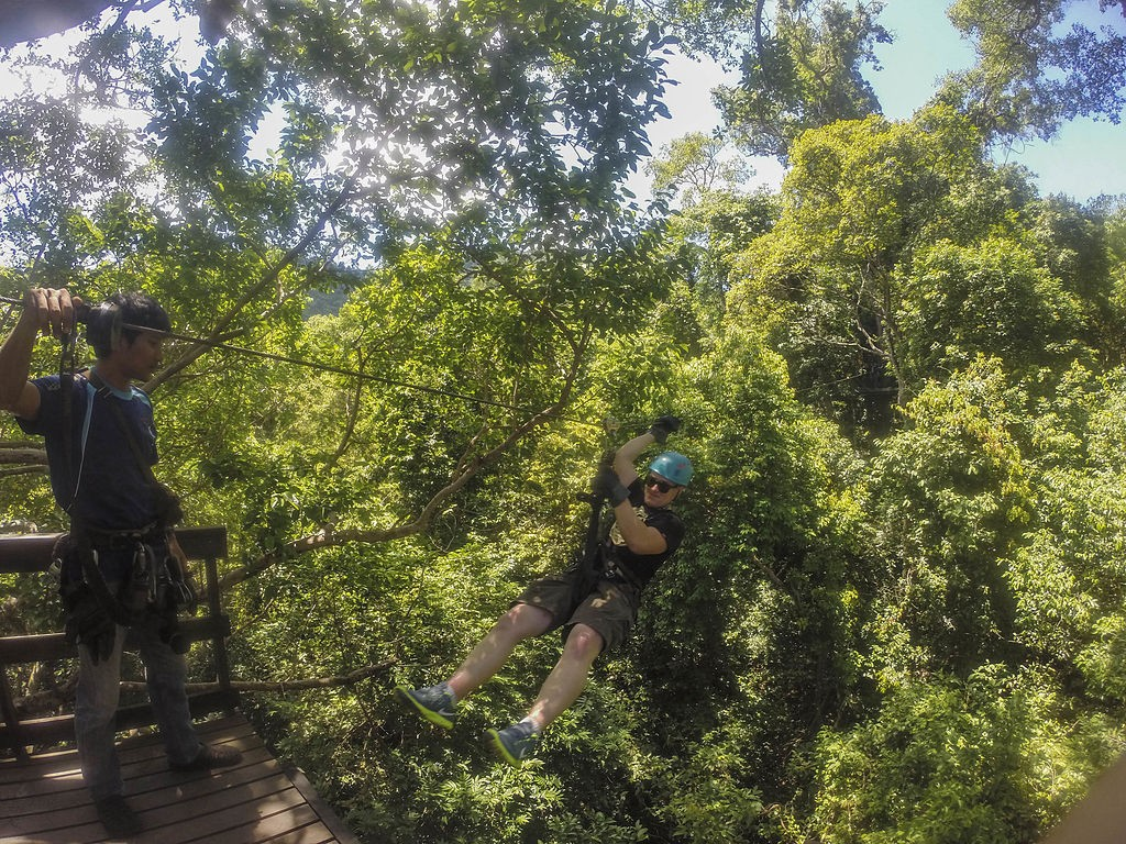Ziplining © Jamean Berry/WikiCommons