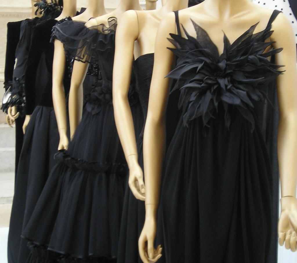Valentino Black Dresses | © Loquat/WikiCommons