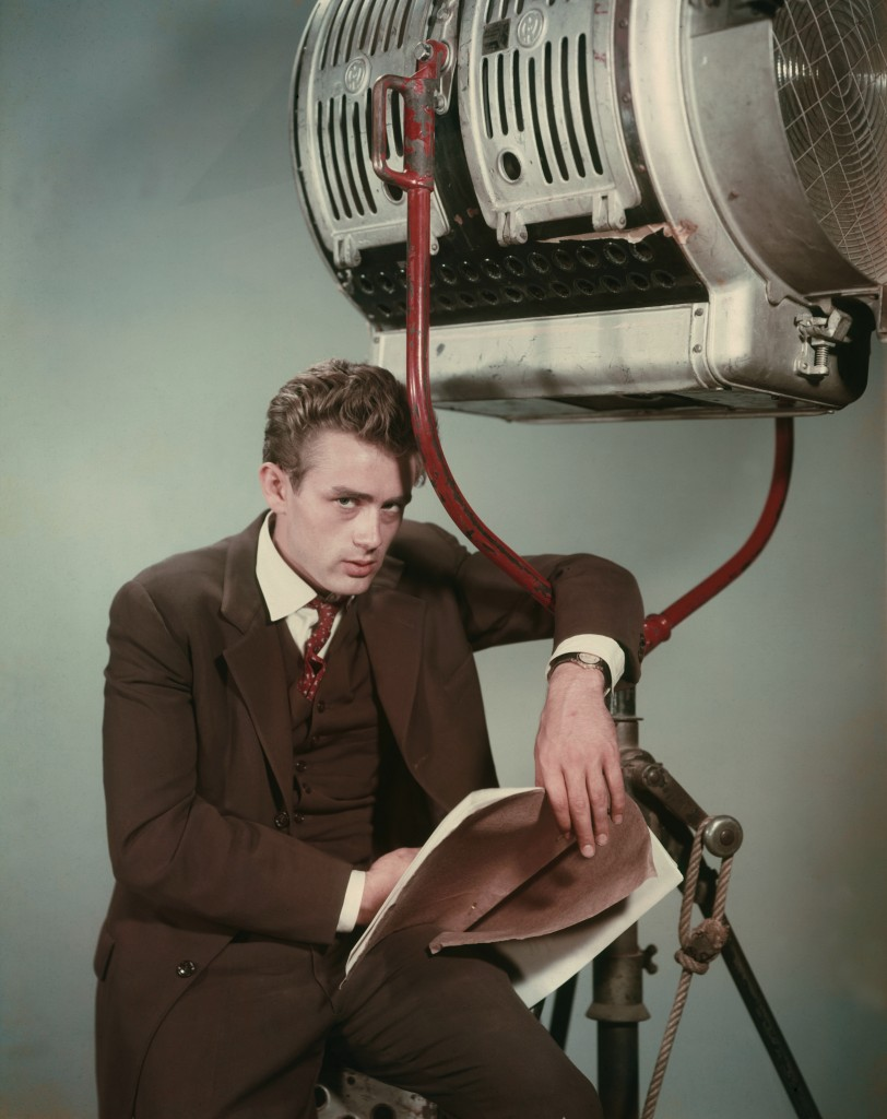 Dean, James (1954) | Pers: James Dean | Ref: XDE002AD | Photo Credit: [ Warner Bros / The Kobal Collection / Six, Bert ] | Editorial use only related to cinema, television and personalities. Not for cover use, advertising or fictional works without specific prior agreement