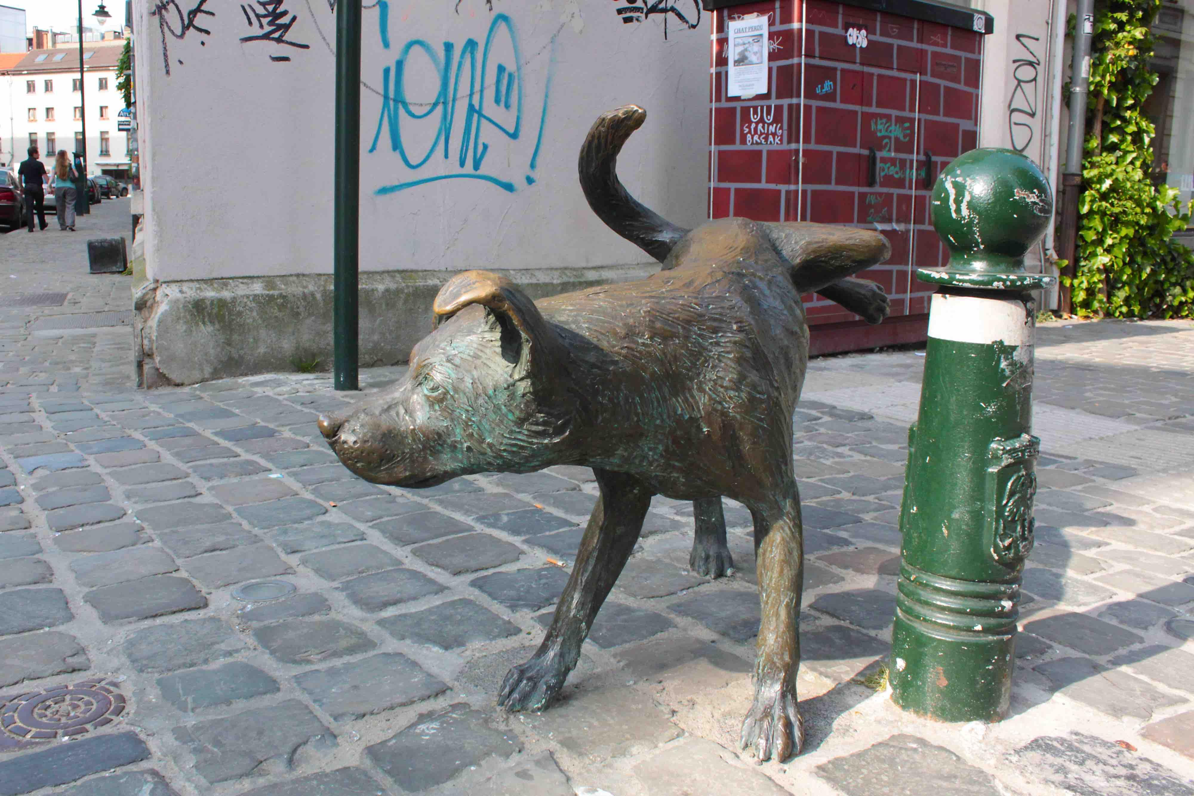 Belgian peeing statue are
