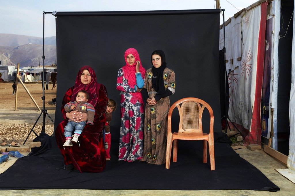 Lost Family Portraits © Dario Mitidieri. World Press Photo