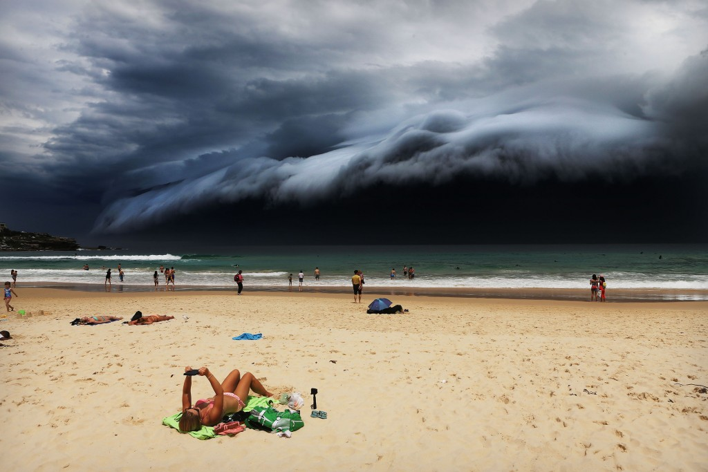 Storm Front on Bondi Beach. © Rohan Kelly. 1st place for Nature, shot for The Daily Telegraph. World press Photo
