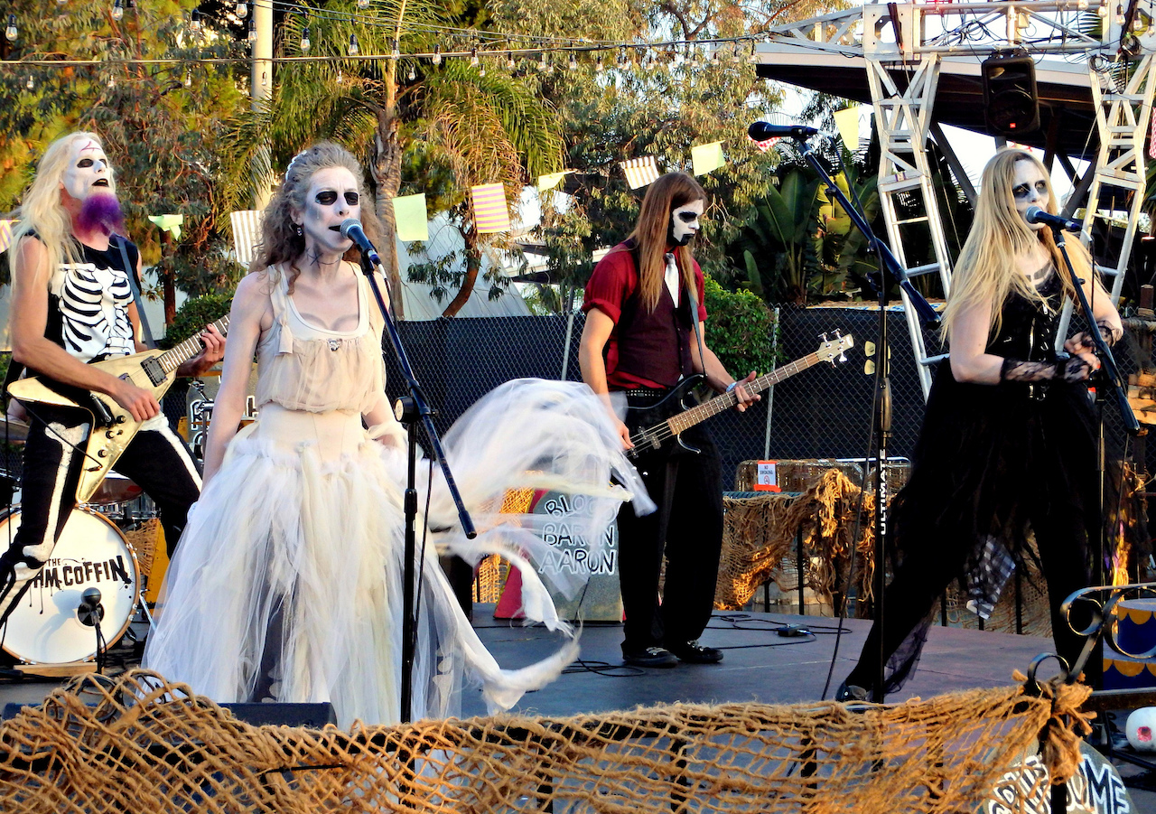 The Rhythm Coffin playing at Queen Mary's Dark Harbor   © AngryJulieMonday/Flickr