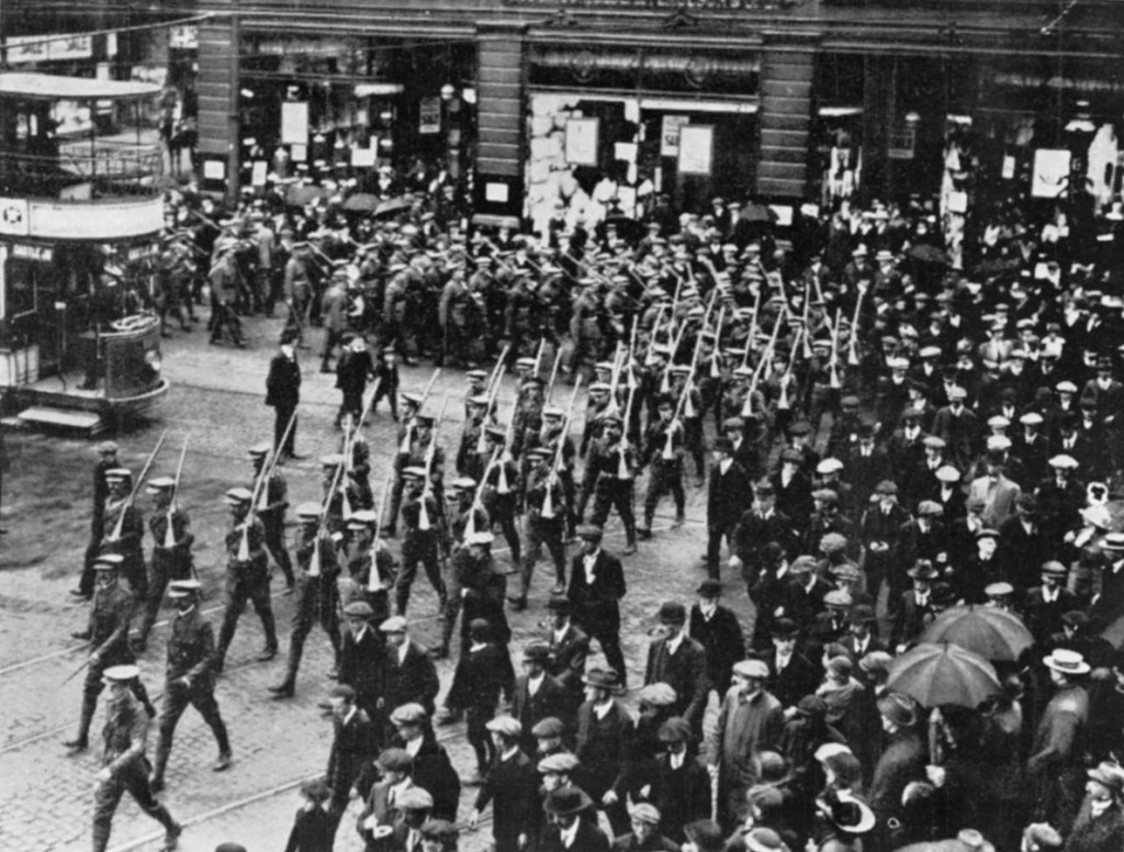 Members of the Ulster Volunteer Force in Belfast, 1914   © Imperial War Museum/WikiCommons