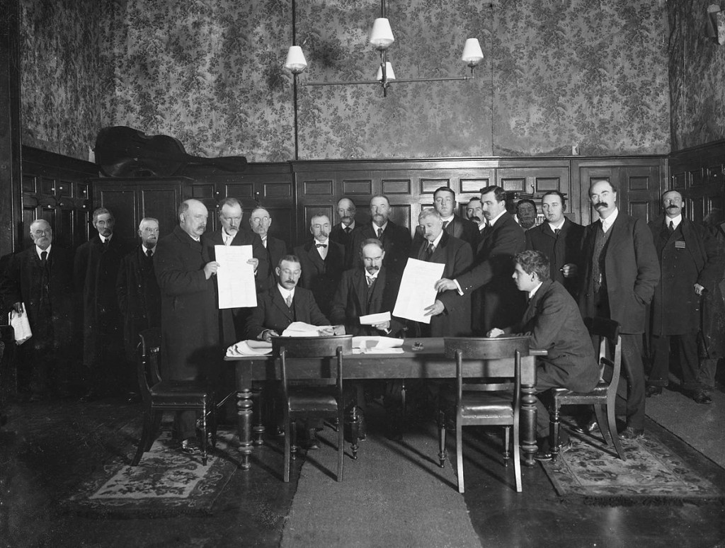 The nomination of John Edward Redmond, nationalist MP, at Waterford Court House, 1910 | © National Library of Ireland/WikiCommons