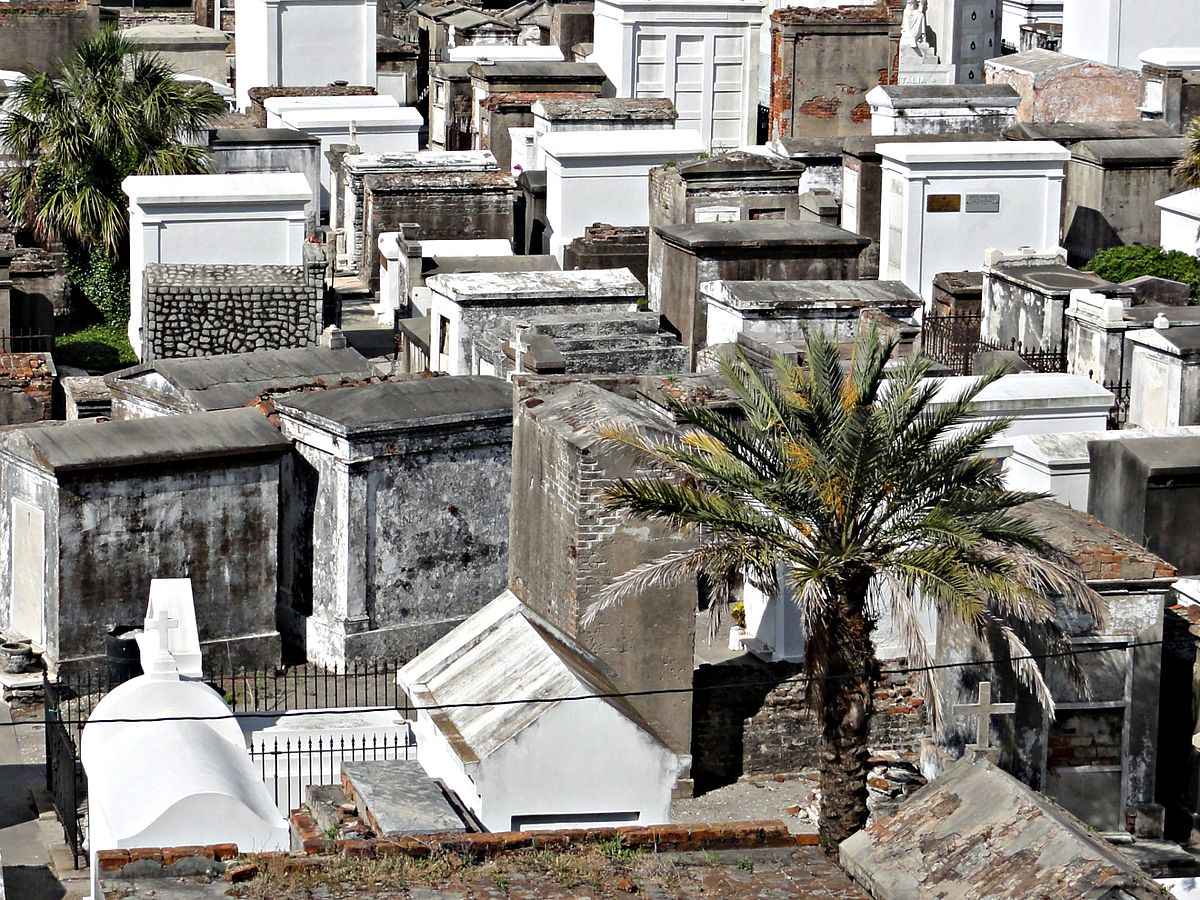 St. Louis Cemetery 1, New Orleans. Seen from Basin Street Station. | © Bart Everson/Wikicommons