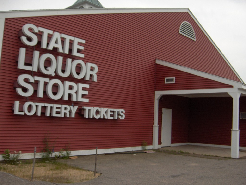 One of the NH Liquor Stores| ©Joe Shlabotnik/Flickr