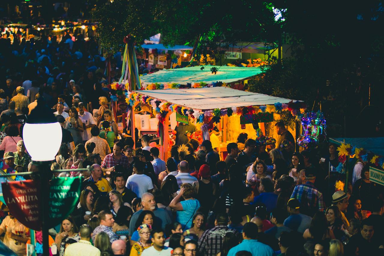 NIOSA Fiesta Party Crowd Downtown San Antonio | © Nan Palmero/Flickr
