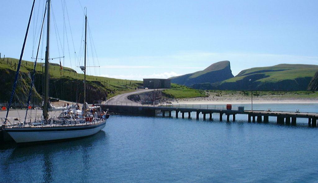 Landing On Fair Isle | © LHOON/Flickr