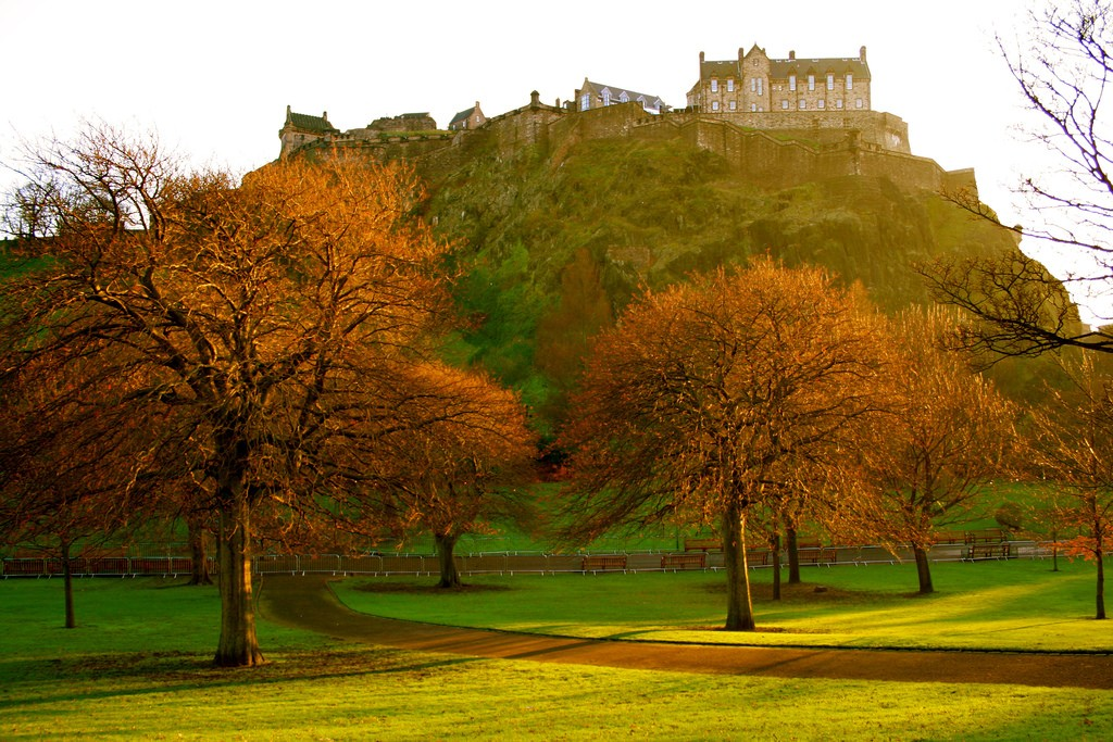 Edinburgh Castle From Princes Street Gardens | © Jenni Douglas/Flickr