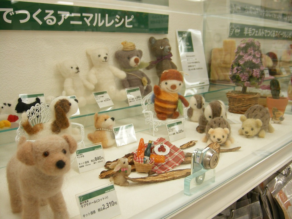 Crafts for sale in the Tokyu Hands store | © fletcherjcm/Flickr