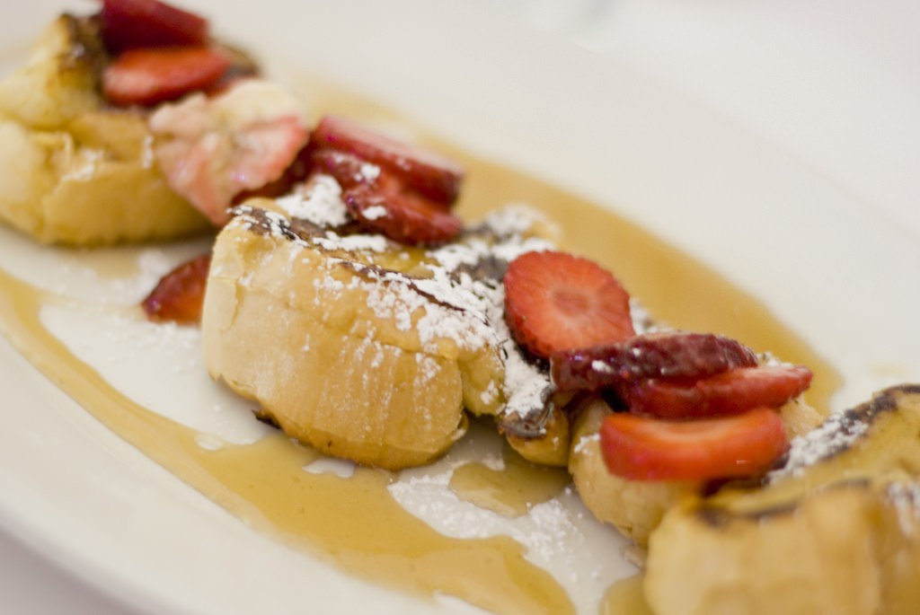 Strawberry French Toasts at Lil Drizzy's Cafe in New Orleans' Treme district | © Tyler/Flickr