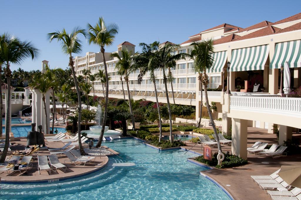 Main Pool at El Conquistador Resort | © vxla/Flickr