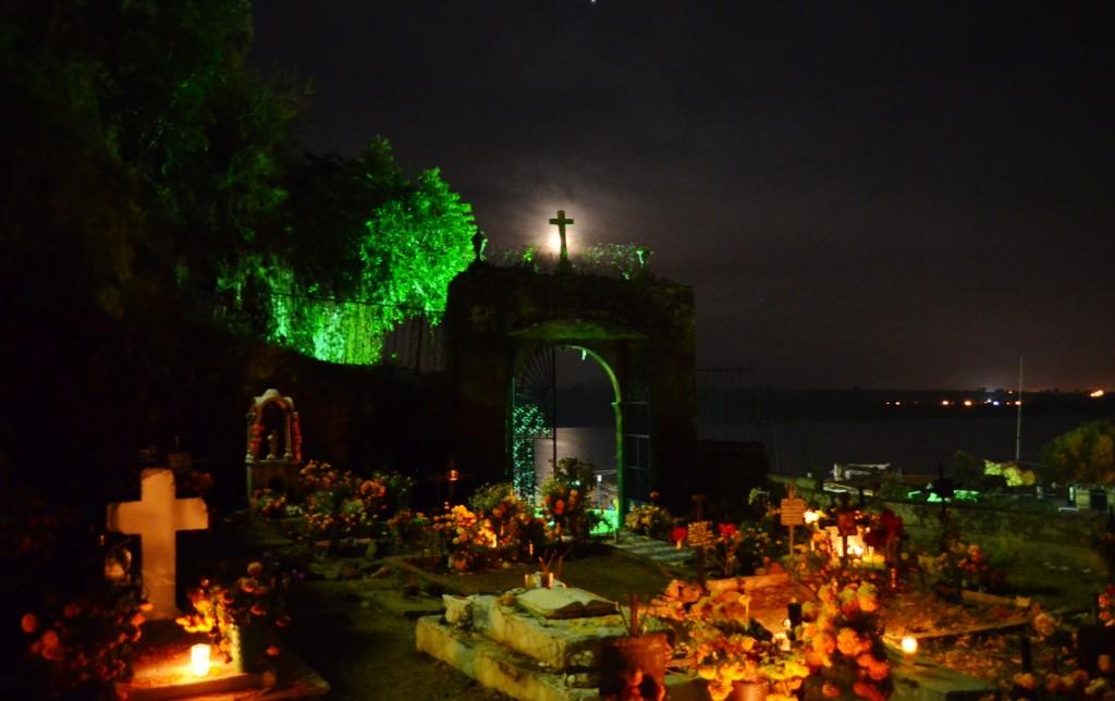 Graveyard in Janitzio | © Antonio MaloMalverde/Flickr