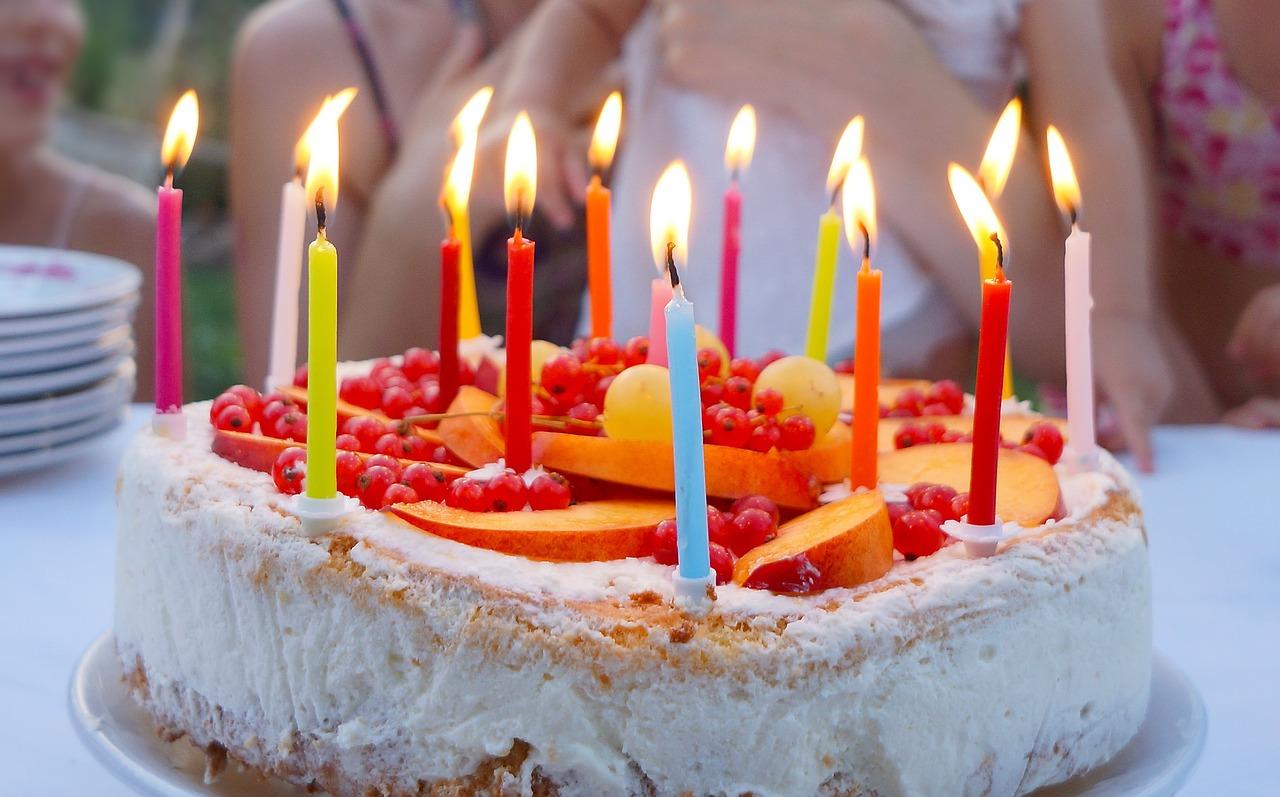 Birthday Cake Cutting Etiquette