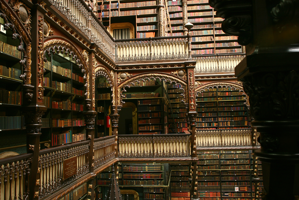 There are over 350,000 volumes at this library |© Real Gabinete Português de Leitura